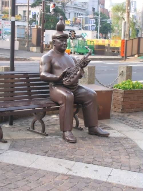 Monument to saxophonist