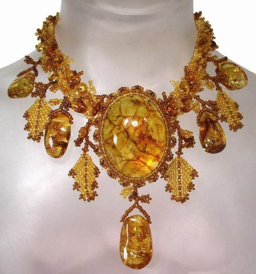 Charming amber necklace