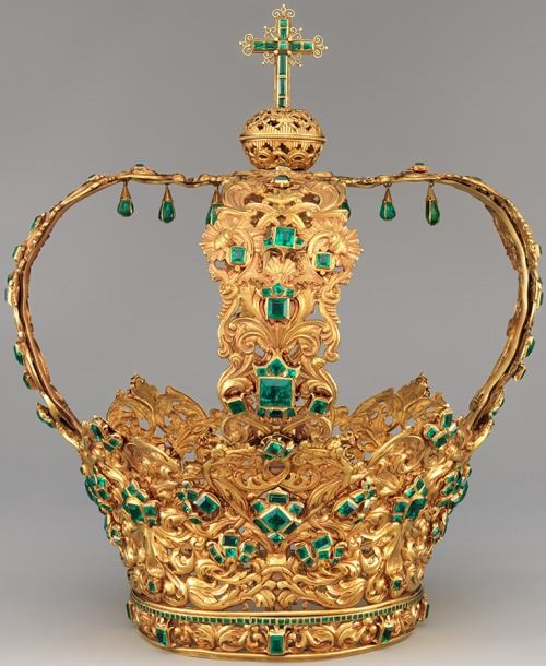 More than 450 emeralds decorate the Crown of the Andes