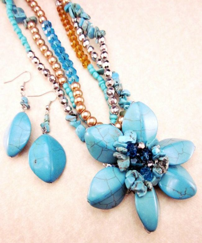 Charming necklace and earrings with turquoise