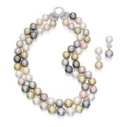 Charming pearl necklace