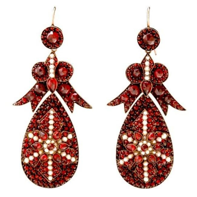 Awesome earrings with garnets