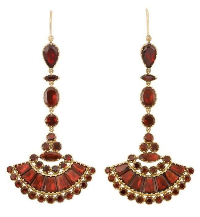 Earrings. Victorian period. Garnets, Gold