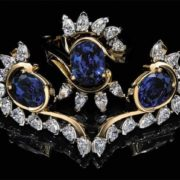 Magnificent brooch with sapphire
