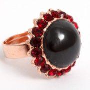 Pretty ring with garnet