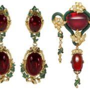 Stunning earrings with garnet