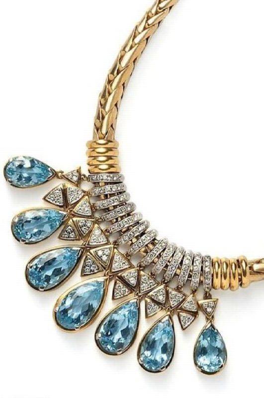 Cute necklace with aquamarine