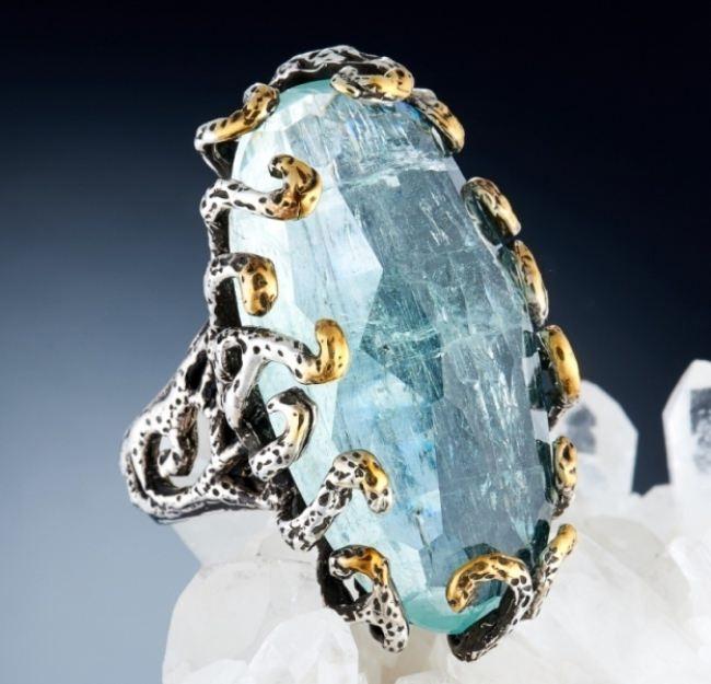 Incredible ring with aquamarine