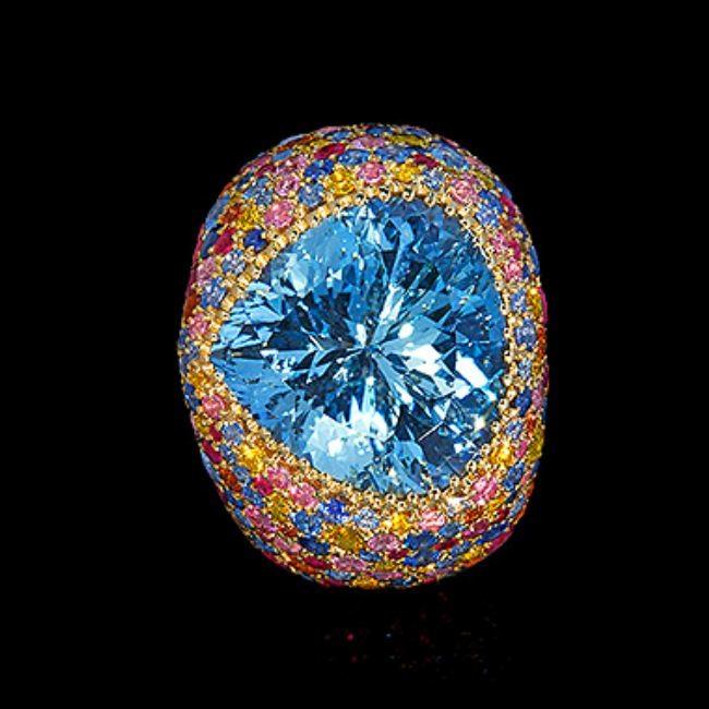 Magnificent ring with aquamarine
