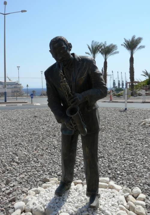 Monument to saxophonist in Israel