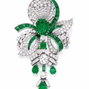 Attractive brooch with emeralds