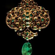 Charming emerald brooch