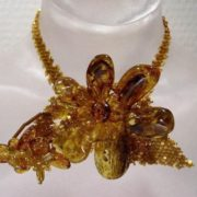 Graceful amber necklace
