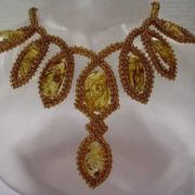 Majestic amber necklace