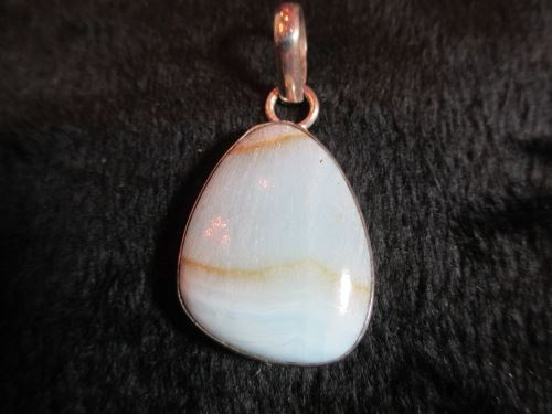 Pendant with aragonite