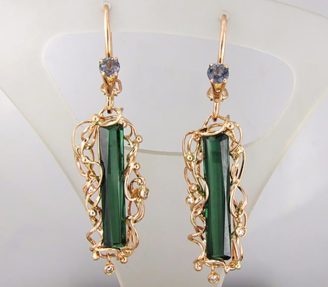 Earring with green toulmaline