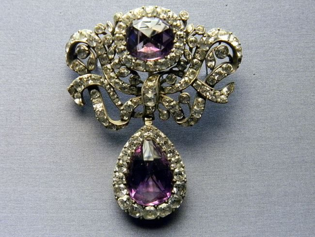 18th century portuguese devant de corsage (from a set), National Museum of Ancient Art