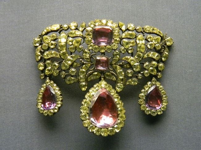 18th century portuguese devant de corsage or stomacher made of chrysoberyls and amethysts, National Museum of Ancient Art, Lisbon.