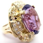 Attractive ring with amethyst