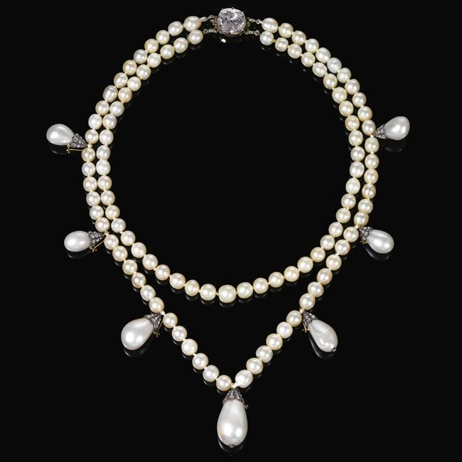 Awesome pearl necklace