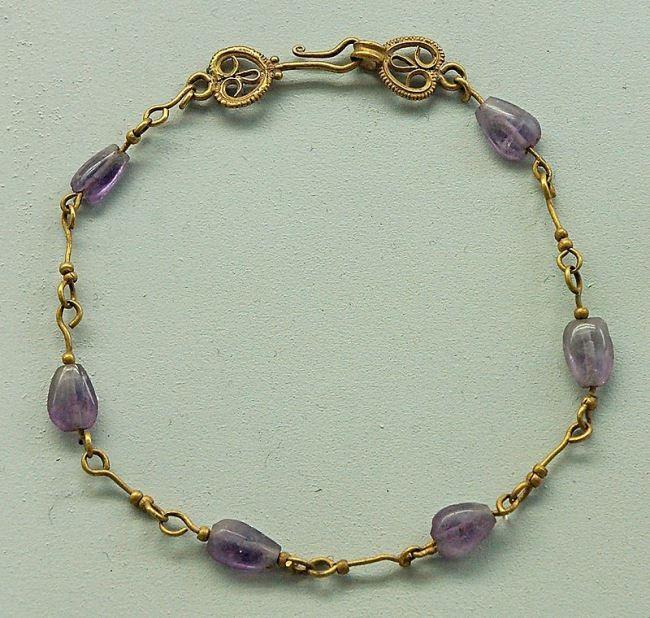 Bracelet. Byzantine artwork. From the Roman Forum.