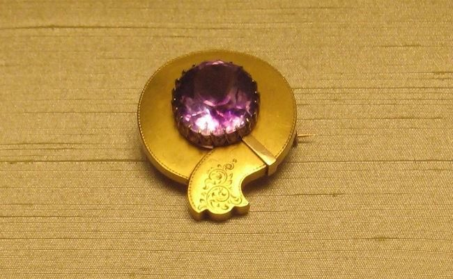 Brooch. Moscow, the 1880s. Master monogramist WE. Gold, amethyst