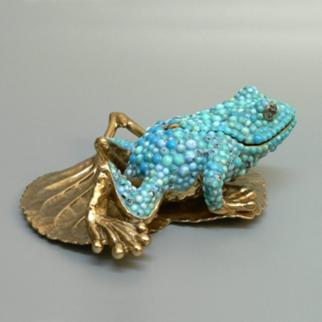Frog made of turquoise