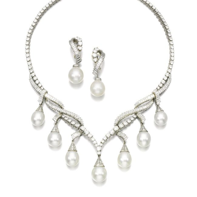 Gorgeous pearl necklace and earrings