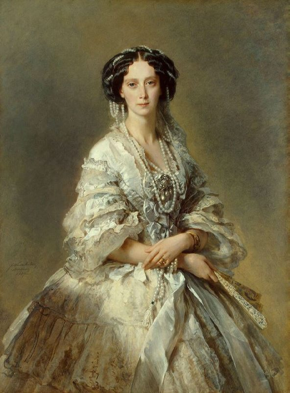 Maria Alexandrovna preferred to weave pearl threads into her hair