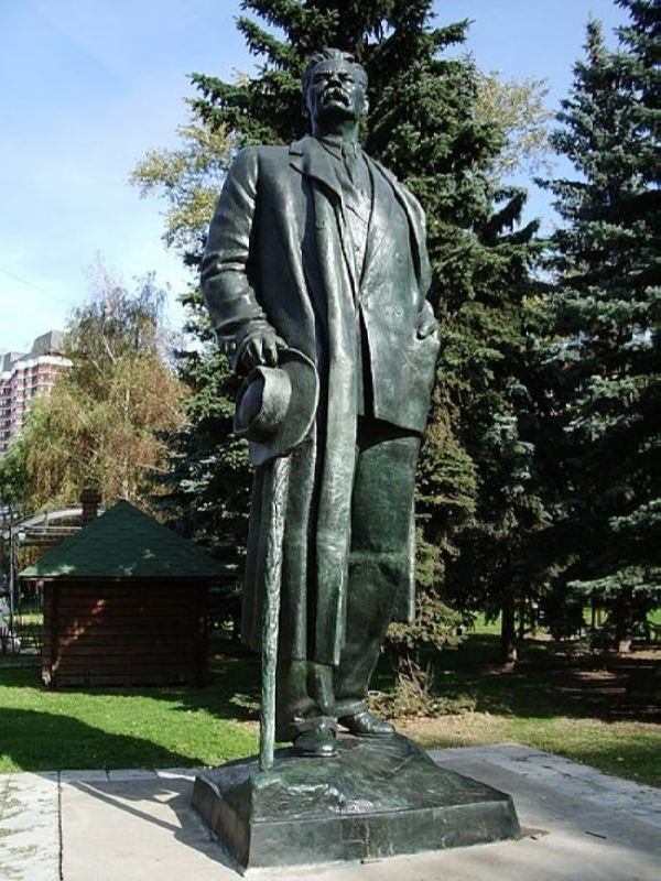 Monument to Maxim Gorky at the Belorussian station