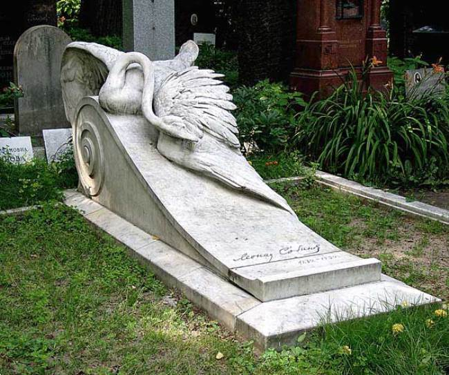 Monument to Sobinov at the Moscow Novodevichye Cemetery