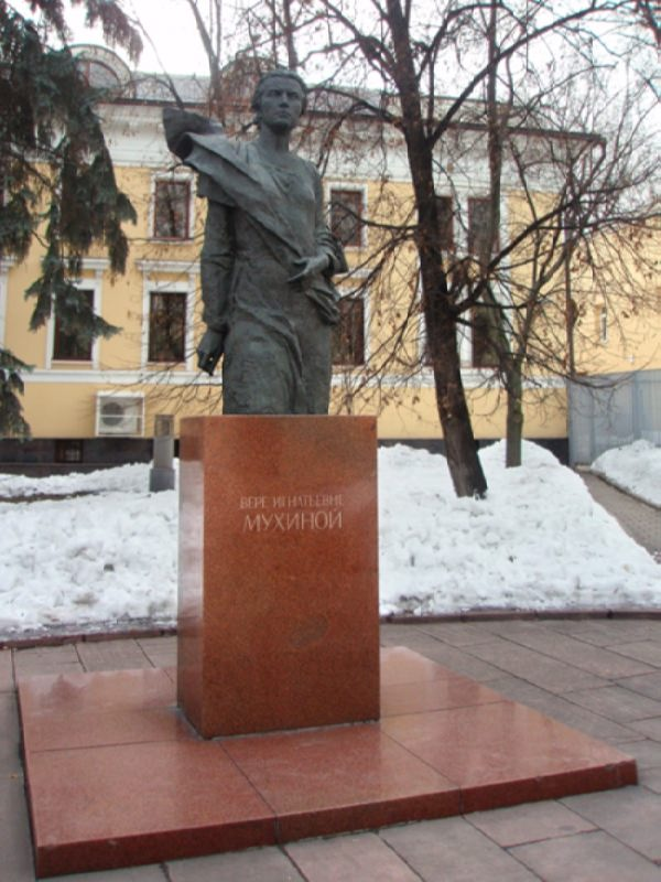 Monument to Vera Mukhina in Moscow