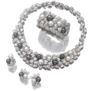 Pretty pearl necklace