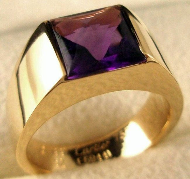 Pretty ring with amethyst