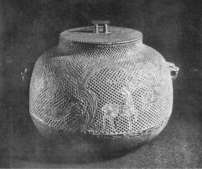 A pot for the tea ceremony. XV century