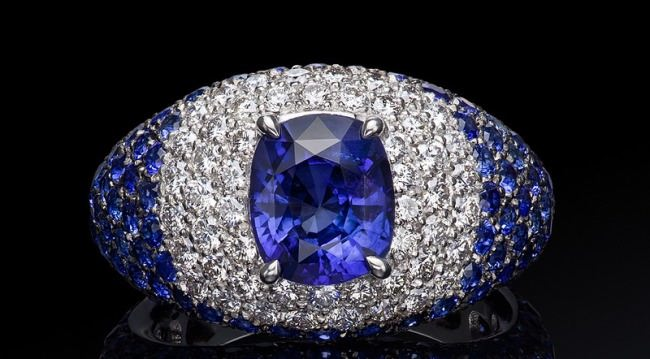 Awesome ring with sapphire