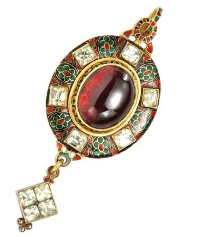 Brooch in Holbeinesque style (was popular with the royal Tudor dynasty, England, 1485-1604)