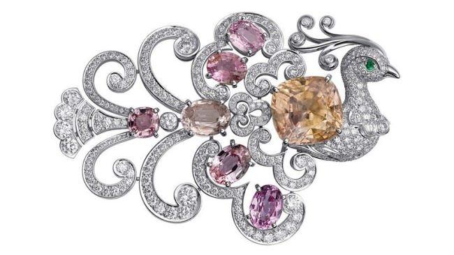 Brooch. Platinum, sapphires