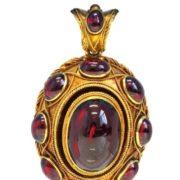Pendant. Victorian era. Garnets in gold
