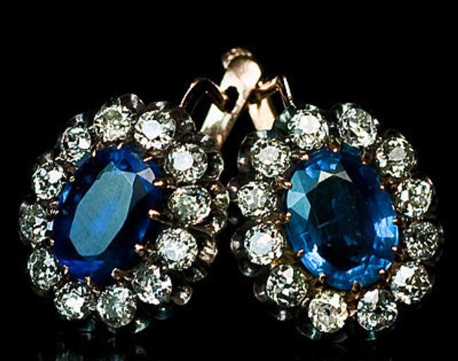 Pretty earrings with sapphire