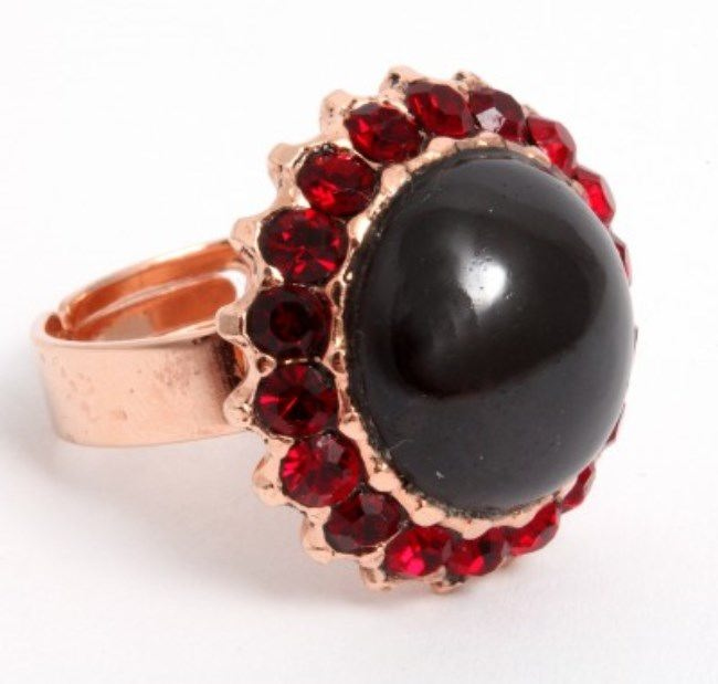 Pretty ring with garnet