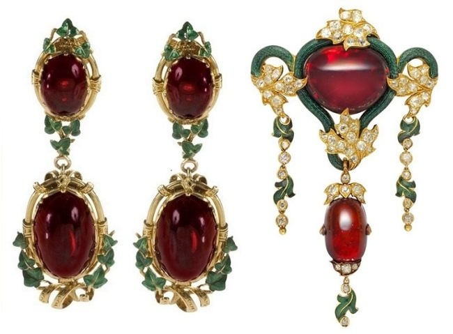 Stunning earrings with garnet