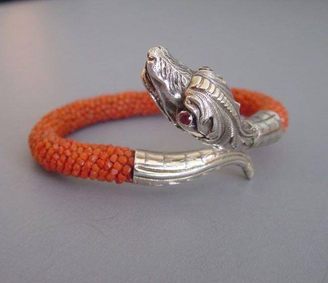 Attractive snake bracelet