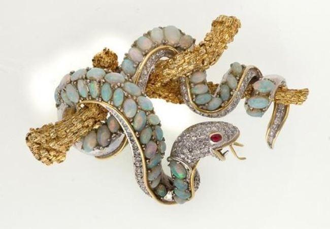 Stunning snake brooch