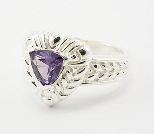 Astonishing ring with alexandrite