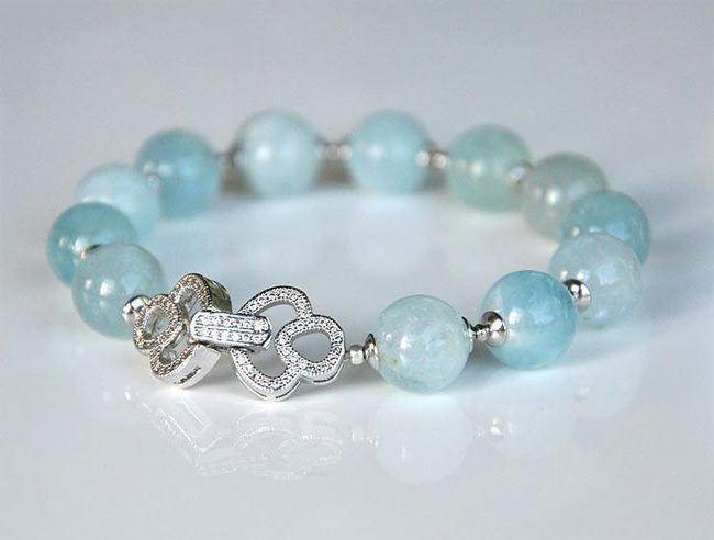 Bracelet with aquamarine