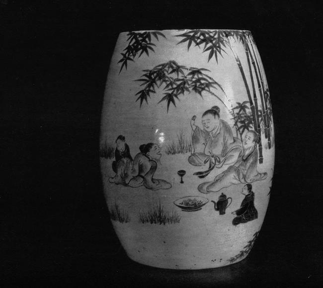 Charming Vessel. Kyoto kilns. 19th century. Faience