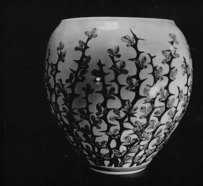 Cute Vase. Shinkai Akira. 20th century. Porcelain