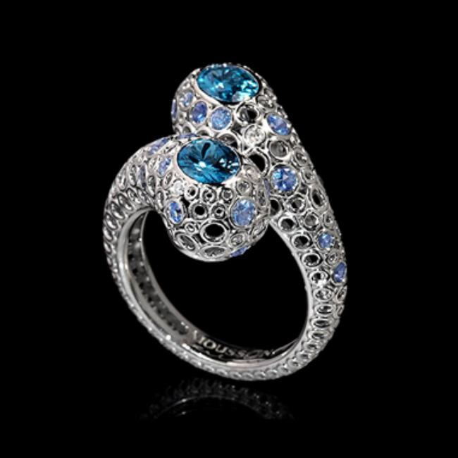 Fashionable ring with aquamarine