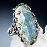 Incredible ring with aquamarine